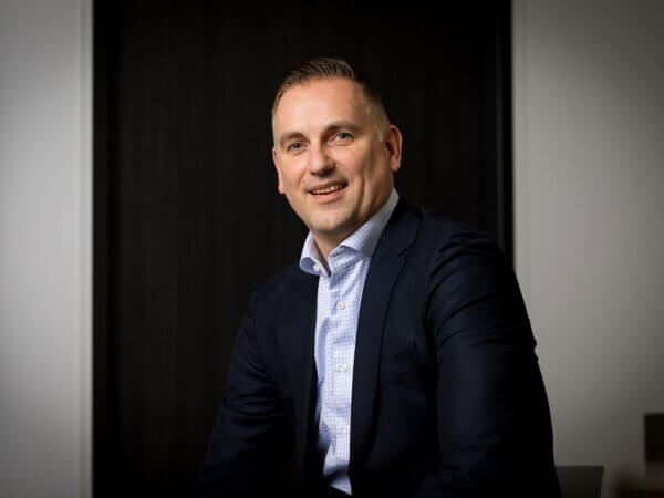 Portret van Jan Hobbelen voor Nederlandse Stomavereniging